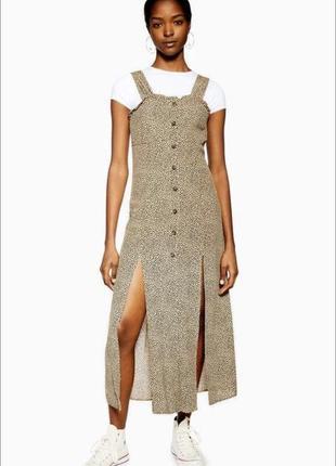 Платье сарафан средней длины на пуговицах с высокими разрезами в горошек
