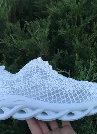 Модные летние кроссовки