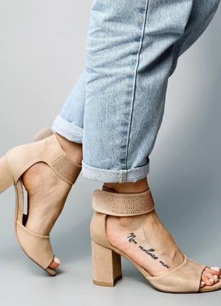 Босоножки боссоножки сандалии туфли бежевые на высоком среднем каблуке эко замш со стразами7 фото
