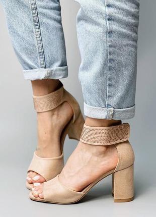 Босоножки боссоножки сандалии туфли бежевые на высоком среднем каблуке эко замш со стразами6 фото
