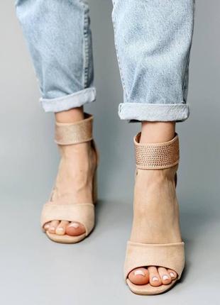 Босоножки боссоножки сандалии туфли бежевые на высоком среднем каблуке эко замш со стразами9 фото