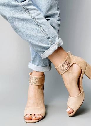 Босоножки боссоножки сандалии туфли бежевые на высоком среднем каблуке эко замш со стразами5 фото