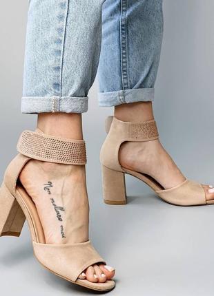 Босоножки боссоножки сандалии туфли бежевые на высоком среднем каблуке эко замш со стразами2 фото