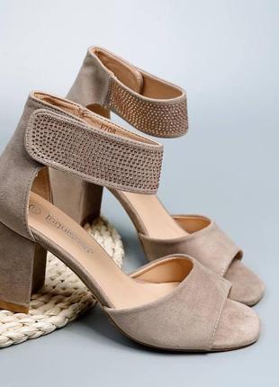 Босоножки боссоножки сандалии туфли бежевые на высоком среднем каблуке эко замш со стразами3 фото