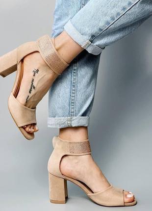 Босоножки боссоножки сандалии туфли бежевые на высоком среднем каблуке эко замш со стразами4 фото