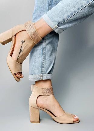 Босоножки боссоножки сандалии туфли бежевые на высоком среднем каблуке эко замш со стразами8 фото