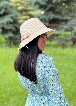 Жіночий капелюх з квіточками