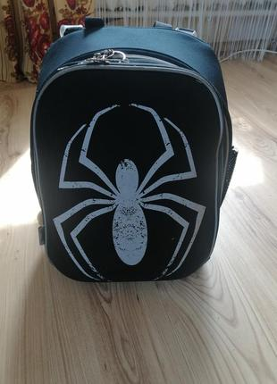 Шкільний рюкзак для хлопчика.