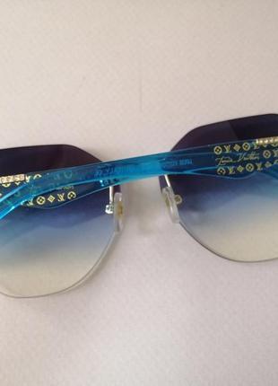 Эксклюзивные брендовые солнцезащитные женские очки 2021 с синими дужками