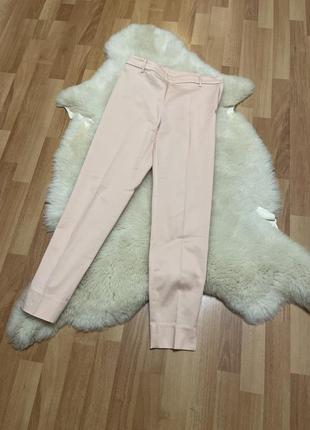 Красивые брюки нежно розового цвета