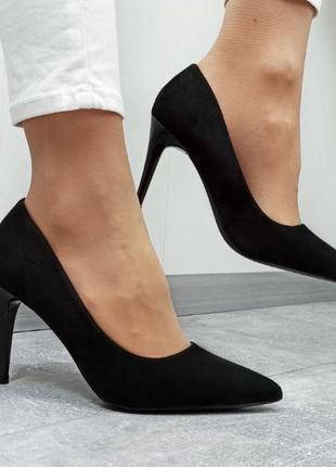 Женские замшевые чёрные туфли лодочки на шпильке