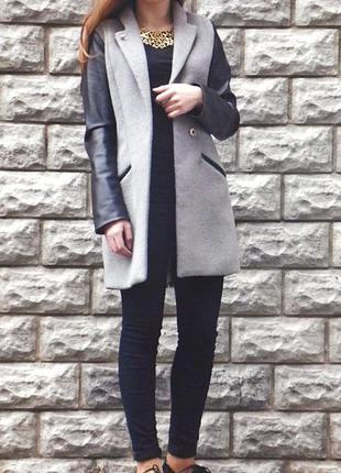 Пальто prada серое демисезонное с кожаными рукавами(весеннее,осеннее)