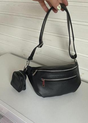 Черная поясная кожаная сумка бананка, италия