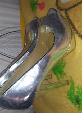 Відкриті літні туфлі