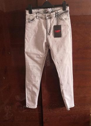 Новые серые джинсы