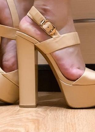 Босоножки на высоком каблуке 35-36р