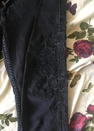 Джинсы чёрные с вышивкой
