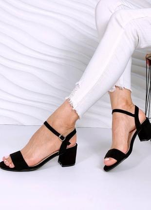 Женские черные замшевые босоножки на среднем толстом каблуке