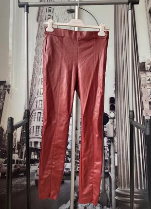 Трендовые штаны из эко-кожи zara