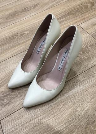 Туфли острый носок