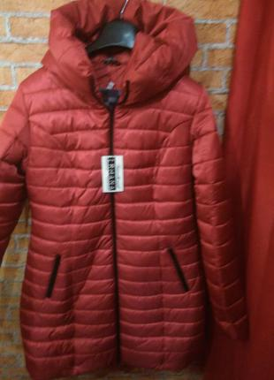 Дуже гарна нова курточка за помірною ціною!