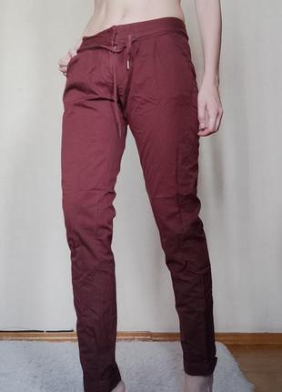 Фиолетовые спортивные брюки