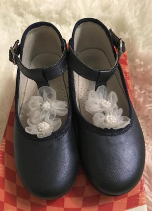 Кожаные красивые туфельки 30размера фирмы mkids!