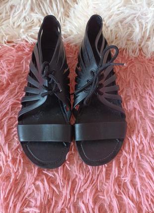 Босоножки-гладиаторы с шнуровкой