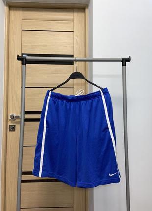 Nike чоловічі шорти насичений колір
