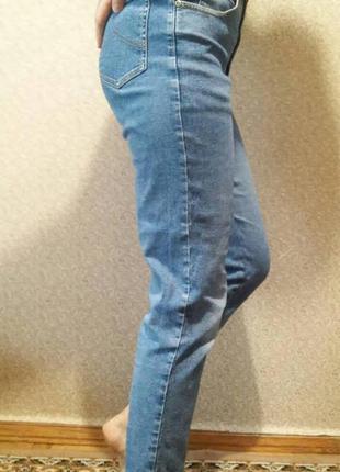 Модные джинсы кэжуал