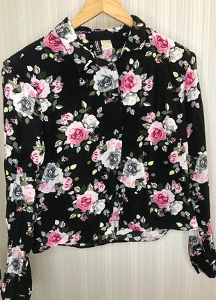 Укорочённая трендовая рубашка в цветочный принт