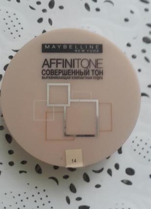 Компактная выравнивающая  пудра affinitone maybelline