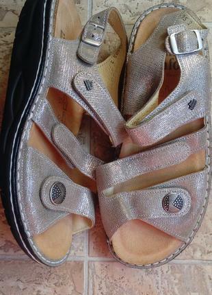 Кожаные ортопедические босоножки на липучках /золотистые/finn comfort/38р.