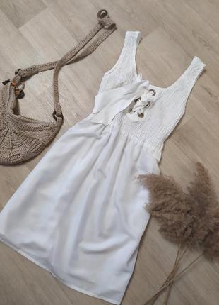 Красивое лёгкое платье со шнуровкой