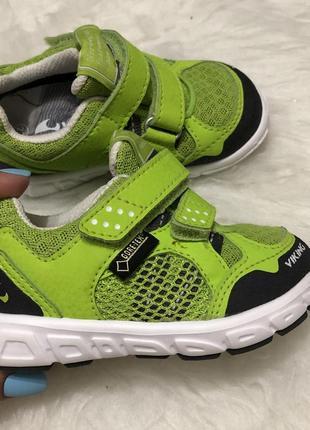 Детские зелёные кроссовки 22 размер viking