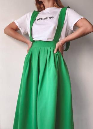 Стильный яркий сарафан с футболкой