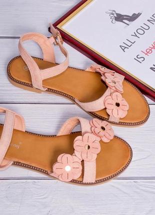 Замшевые сандалии с цветочками. распродажа