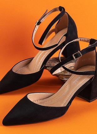 Жіночі чорні туфлі