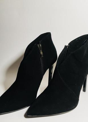Чёрные классические туфли