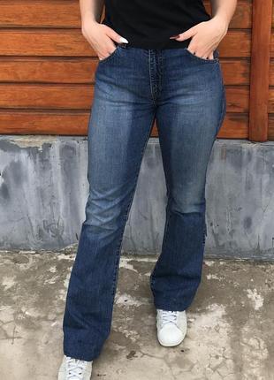 Широкие джинсы клеш завышенной посадки levi's