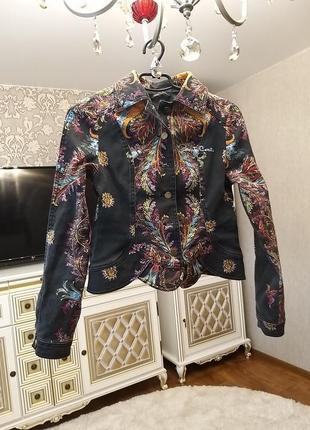 Джинсовый пиджак с принтом спинка вставка кожа