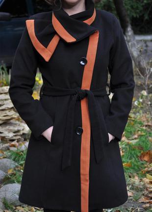 Легкое демисезонное кашемировое пальто с оригинальным воротом