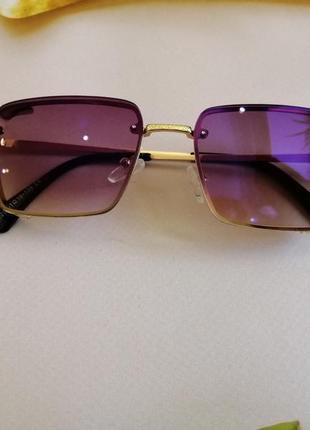 Стильные солнцезащитные женские очки 2021 в металлической оправе