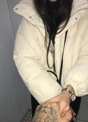 Фирменный короткий ,белый пуховик,белая куртка levis