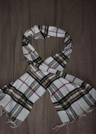 Теплый шарф клеточка с кисточками