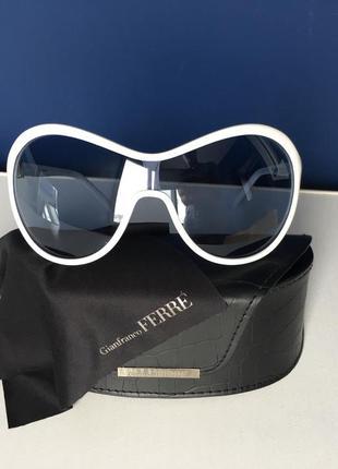 Мега стильные солнцезащитные очки gf ferre