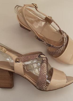 Rockport босоножки, нюдового цвета, удобный, устойчивый каблук, большие размеры