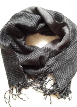 Комфортный мужской шарф в клетку.
