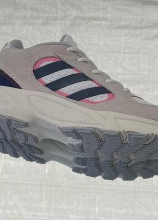 Бежевые кроссовки adidas