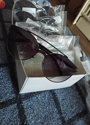 Солнцезащитные очки унисекс в металической оправе